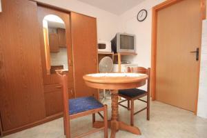 Apartment Stokovci 7457b, Апартаменты  Štokovci - big - 8