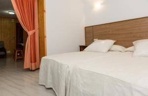 Apartamentos PARK, Apartments  Porto do Son - big - 6