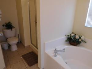 863 Hampton Lakes 3 Bedroom Villa, Vily  Davenport - big - 14
