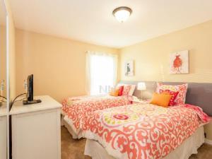 9025 Calabria 5 Bedroom Villa