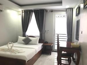 Angkor Golden Mountain