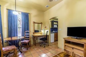 Clarion Inn & Suites Mission, Hotels  Mission - big - 2