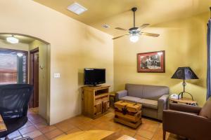 Clarion Inn & Suites Mission, Hotels  Mission - big - 4
