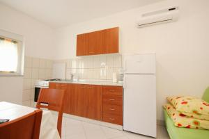 Apartment Poljica 10010c, Apartmány  Marina - big - 7