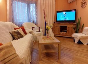 Four-room apartment near metro station Victory Square, Apartmanok  Minszk - big - 1