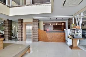 ZEN Rooms Ambarukmo Plaza Syariah, Hotels  Yogyakarta - big - 16
