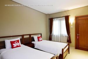 ZEN Rooms Ambarukmo Plaza Syariah, Hotels  Yogyakarta - big - 13