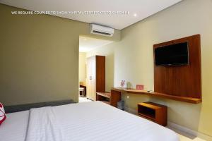 ZEN Rooms Ambarukmo Plaza Syariah, Hotels  Yogyakarta - big - 9