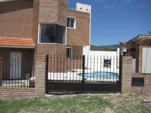 DÚPLEX CON PILETA, Holiday homes  Villa Carlos Paz - big - 3