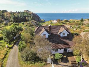 Three Bedroom Holiday Home in Egersund