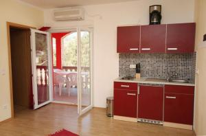 Apartment Vinisce 4886b, Apartments  Vinišće - big - 12