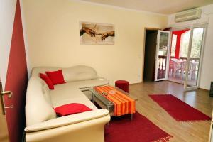 Apartment Vinisce 4886b, Apartments  Vinišće - big - 9