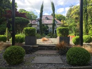 The Cors Country House