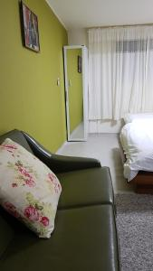 Feel Home Apt 3min walk from subway, Apartments  Seoul - big - 12