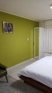 Feel Home Apt 3min walk from subway, Apartments  Seoul - big - 11