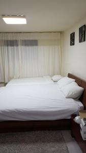Feel Home Apt 3min walk from subway, Apartments  Seoul - big - 9