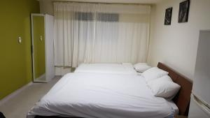 Feel Home Apt 3min walk from subway, Apartments  Seoul - big - 10