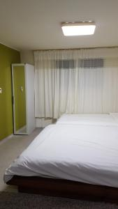 Feel Home Apt 3min walk from subway, Apartments  Seoul - big - 7