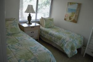 724F, Condo at Sarasota, with Pool View, Holiday homes  Siesta Key - big - 5