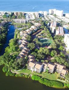 724F, Condo at Sarasota, with Pool View, Holiday homes  Siesta Key - big - 17
