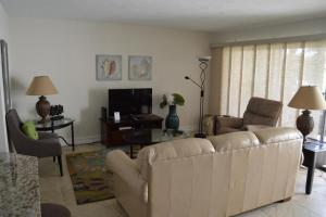 724F, Condo at Sarasota, with Pool View, Holiday homes  Siesta Key - big - 14