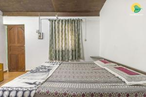Restful stay for backpackers, 450 m from Vagator Beach, by GuestHouser