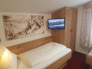 Family Room with Balcony and Mountain View  OBERAUER - DIE PENSION
