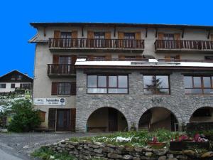 Crévoux Hotels