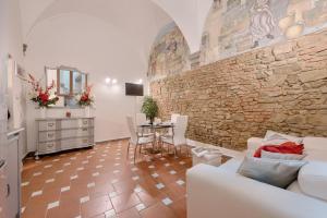 Santo Spirito Frescos apartment, Appartamenti  Firenze - big - 1
