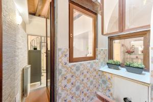 Santo Spirito Frescos apartment, Appartamenti  Firenze - big - 4