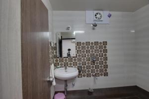 Daksh Hotel And Restaurant, Hostelek  Sasan Gir - big - 44