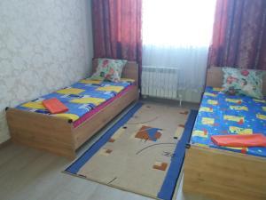 Apartment on A. Moldagulova Avenue, Apartmány  Aqtöbe - big - 2