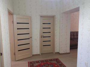 Apartment on A. Moldagulova Avenue, Apartmány  Aqtöbe - big - 7