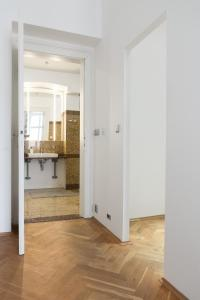 Luxory apt - Korunni str. - for 5 guests, Апартаменты  Прага - big - 48