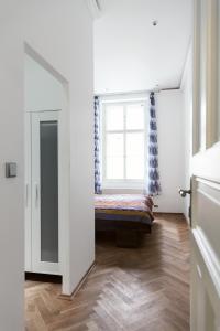 Luxory apt - Korunni str. - for 5 guests, Апартаменты  Прага - big - 51