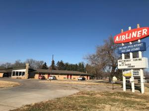 Airliner Motel - Accommodation - Salina