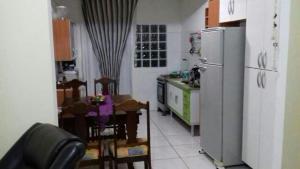 Casa com piscina Ubatuba, Affittacamere  Ubatuba - big - 2