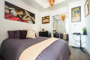 QuickStay - Artsy & Modern Downtown Suite (Entertainment District)