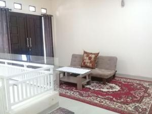 Setra Duta Hegar Syariah Guest House, Penziony  Bandung - big - 12