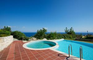 Seafront Pool Villa, Panoramic View, Ferienhäuser  Áfitos - big - 5