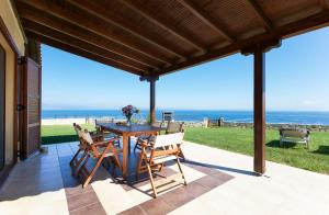 Seafront Pool Villa, Panoramic View, Ferienhäuser  Áfitos - big - 32