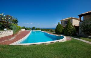 Seafront Pool Villa, Panoramic View, Ferienhäuser  Áfitos - big - 7