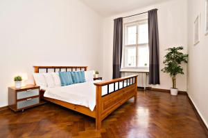 Apartments next to Old Town Square by RENTeGO, Apartmány  Praha - big - 4