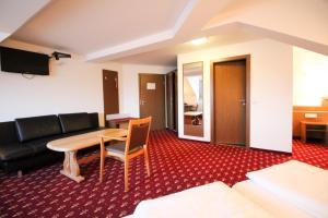 Hotel-Gasthof Obermeier, Hotely  Allershausen - big - 19