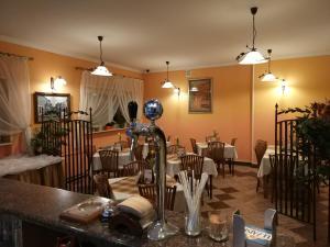Hotel Pod Trzema Różami, Hotels  Sanok - big - 12