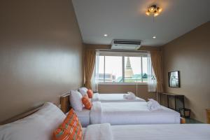 Feung Nakorn Balcony Rooms and Cafe, Отели  Бангкок - big - 56