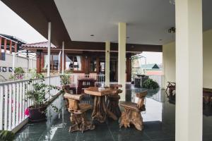 Feung Nakorn Balcony Rooms and Cafe, Отели  Бангкок - big - 55