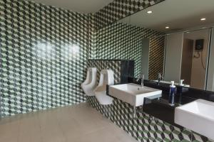 Feung Nakorn Balcony Rooms and Cafe, Отели  Бангкок - big - 39