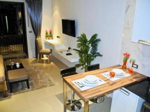Emerald: Studio in Patong, Apartmanok  Patong-part - big - 3