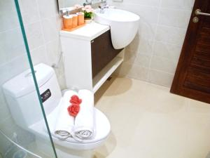 Emerald: Studio in Patong, Apartmanok  Patong-part - big - 24